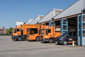 Fuhrhof KWU mit Abfallfahrzeugen