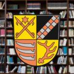 Satzungen: Wappen des Landkreises Oder-Spree vor Bücherregal